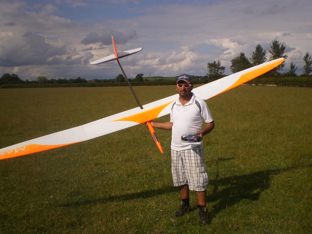"""A happy Eser Kismir with one of his two identical """"Maxa"""" models, after winning both the preliminary rounds and the flyoff very convincingly."""